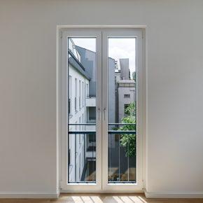 Fenster mit Blick in den Hof
