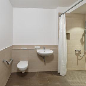 Neu saniertes Bad bodengleiche Dusche